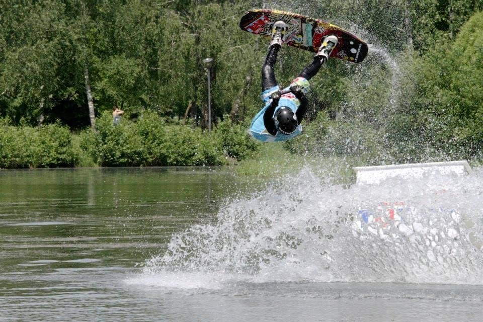 Дан Асачев на первом этапе Кубка Беларуси по вейкборду в Минске