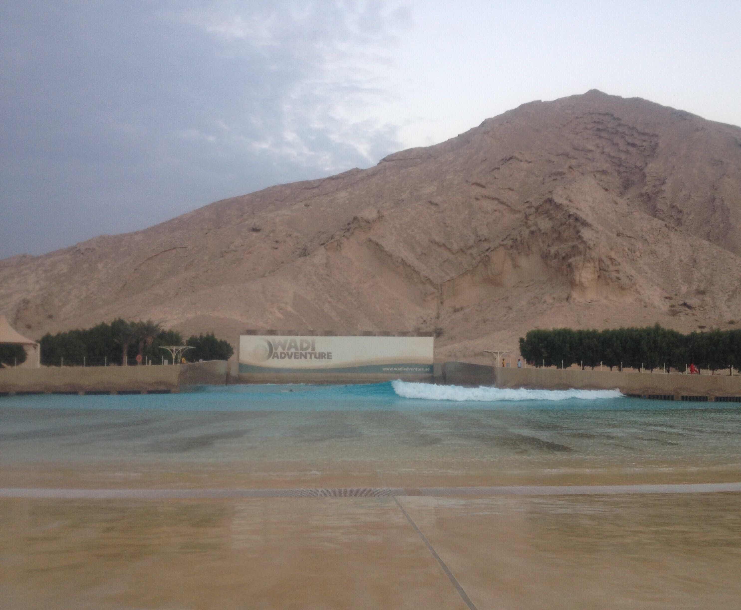 Волновой бассейн и тренажер в Эмиратах