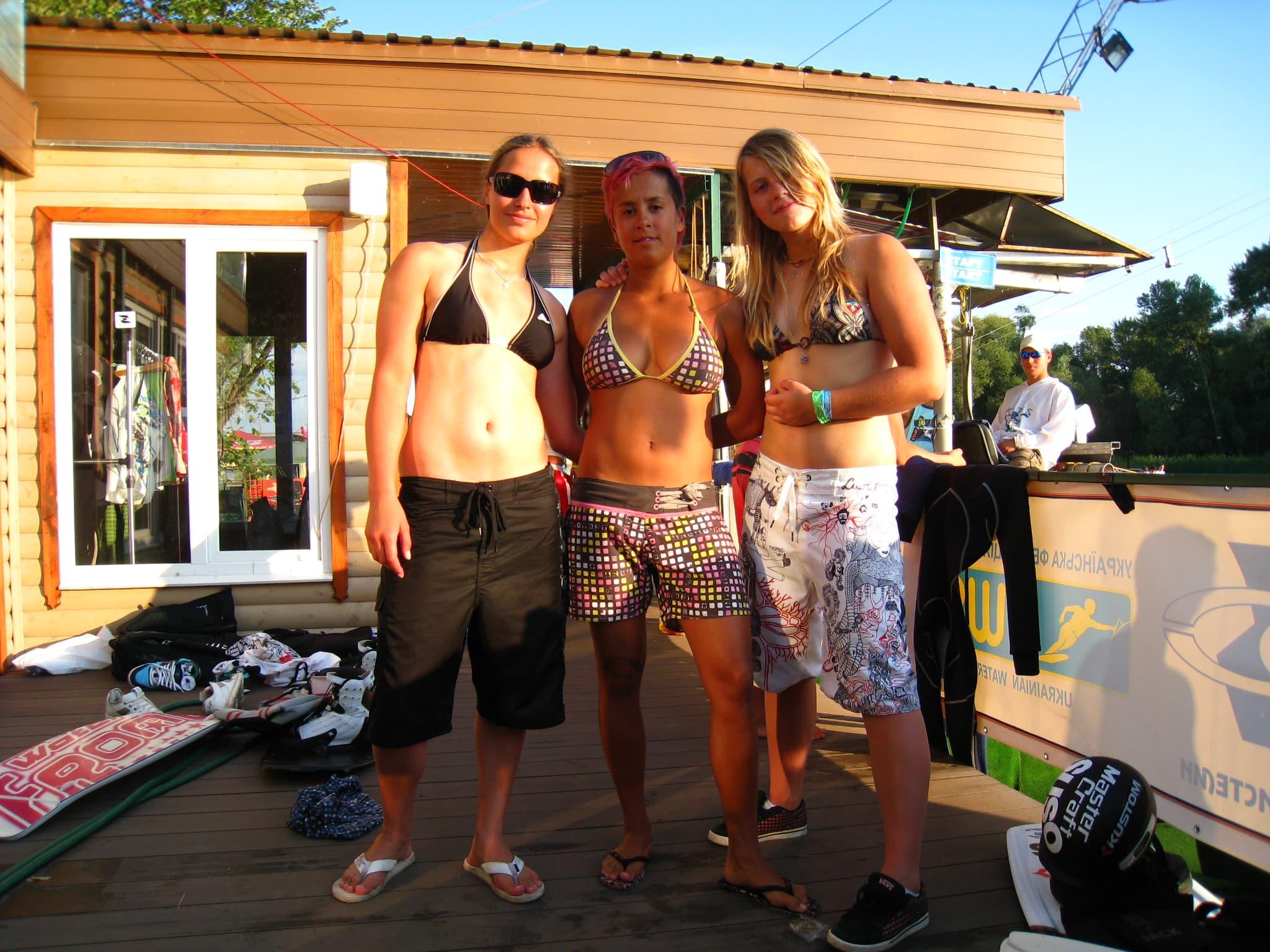 На фото чемпионка мира по вейкборду Максин Сапулетте, Ира Качала, Люба Буяновская