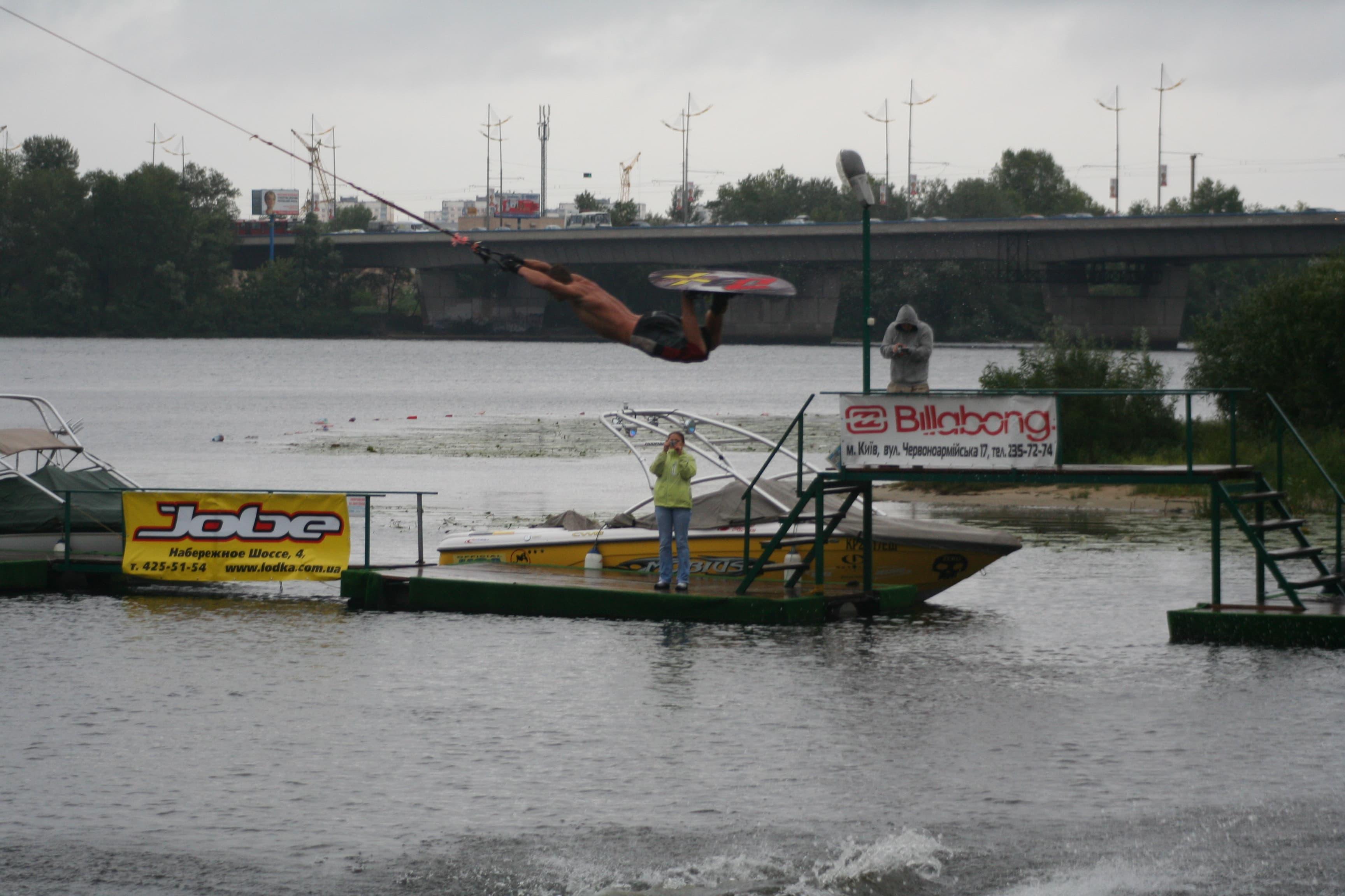 Ukranian Open 2007. Дима Аксиневич с показательными выступлениями на фигурке.