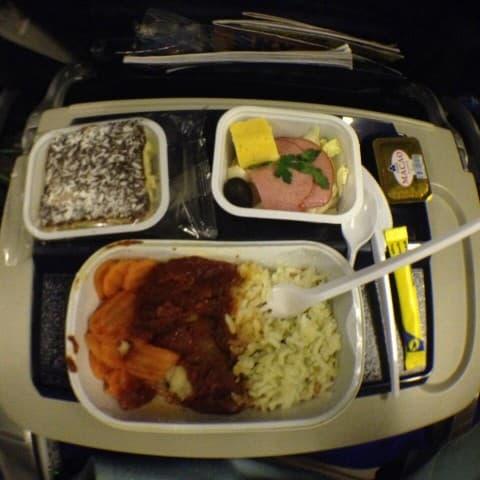 обед в самолете в Таиланд